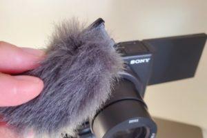 SONYのVlog向けデジタルカメラ「VLOGCAM ZV-1」のモフモフ(ウインドスクリーン)の着け方がわからない人、いるよね?