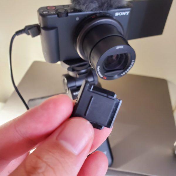 SONYのVlog向けデジタルカメラ「VLOGCAM ZV-1」のモフモフ(ウインドスクリーン)の着け方がわからない人、いるよね?3
